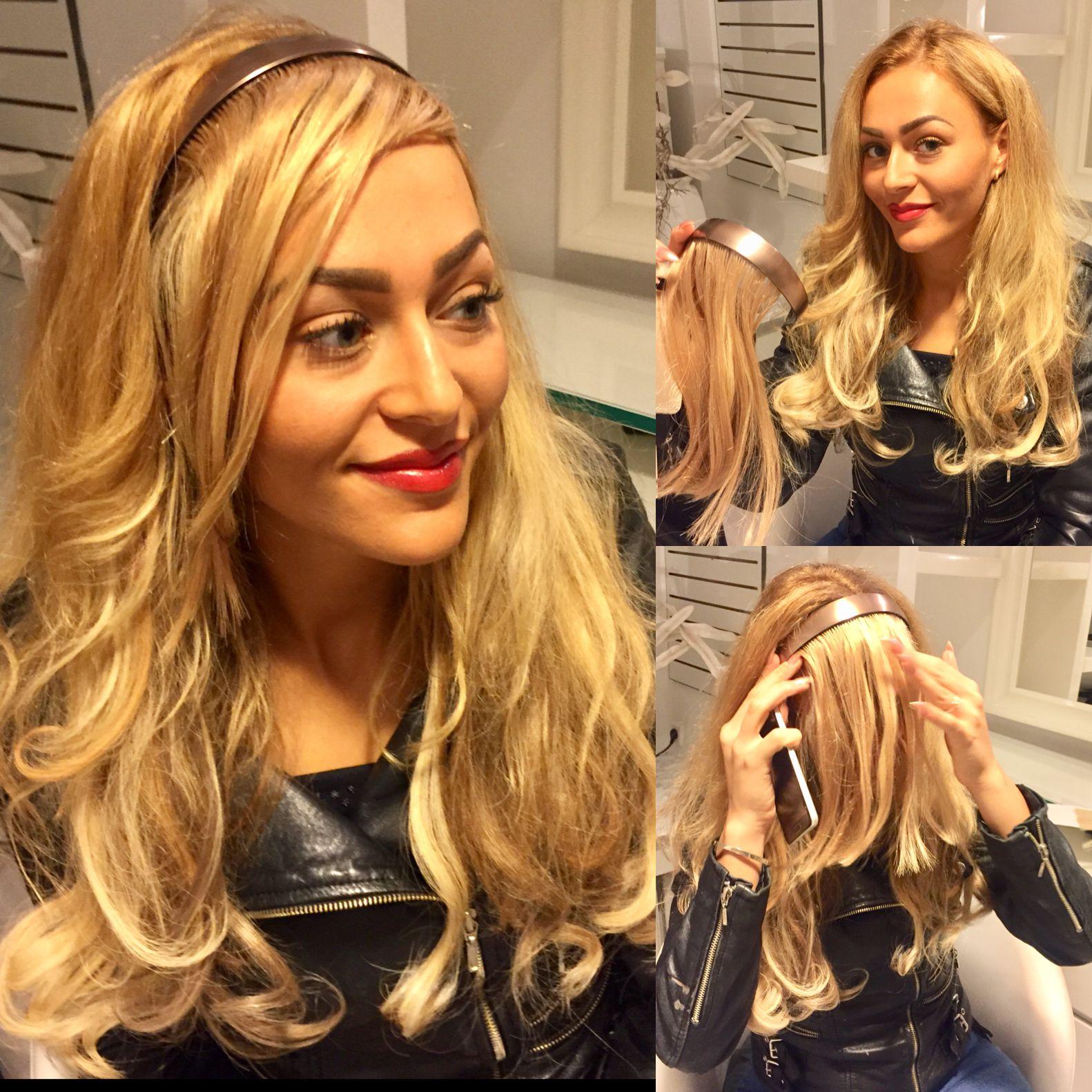 Blondes Model mit Haarverlängerung